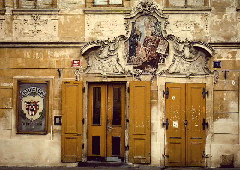 Пивная U cerneho vola, Прага