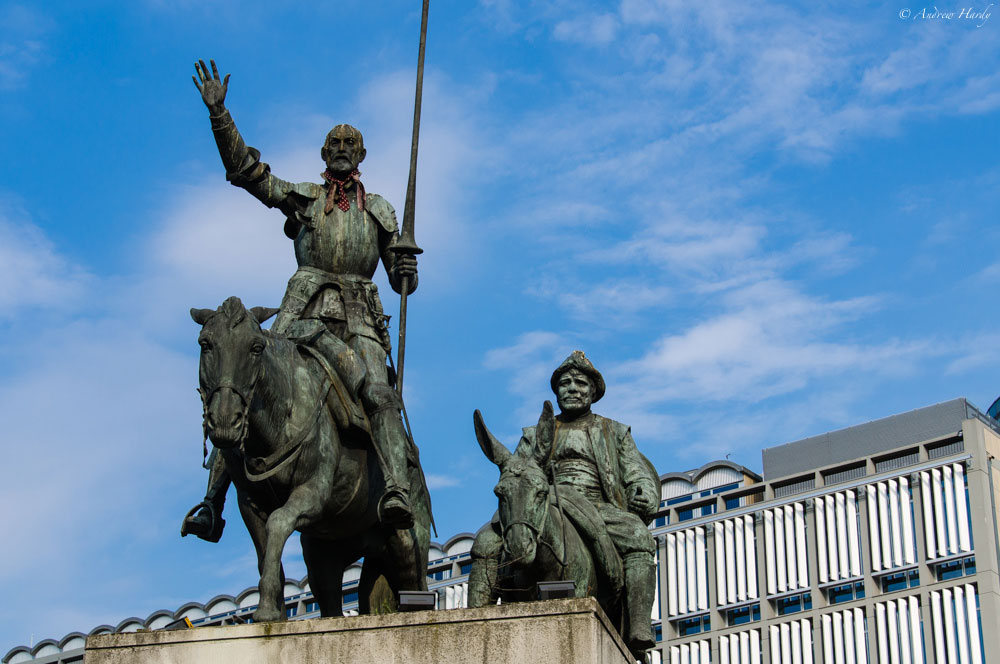 памятник «Дон Кихоту и Санчо Пансе»
