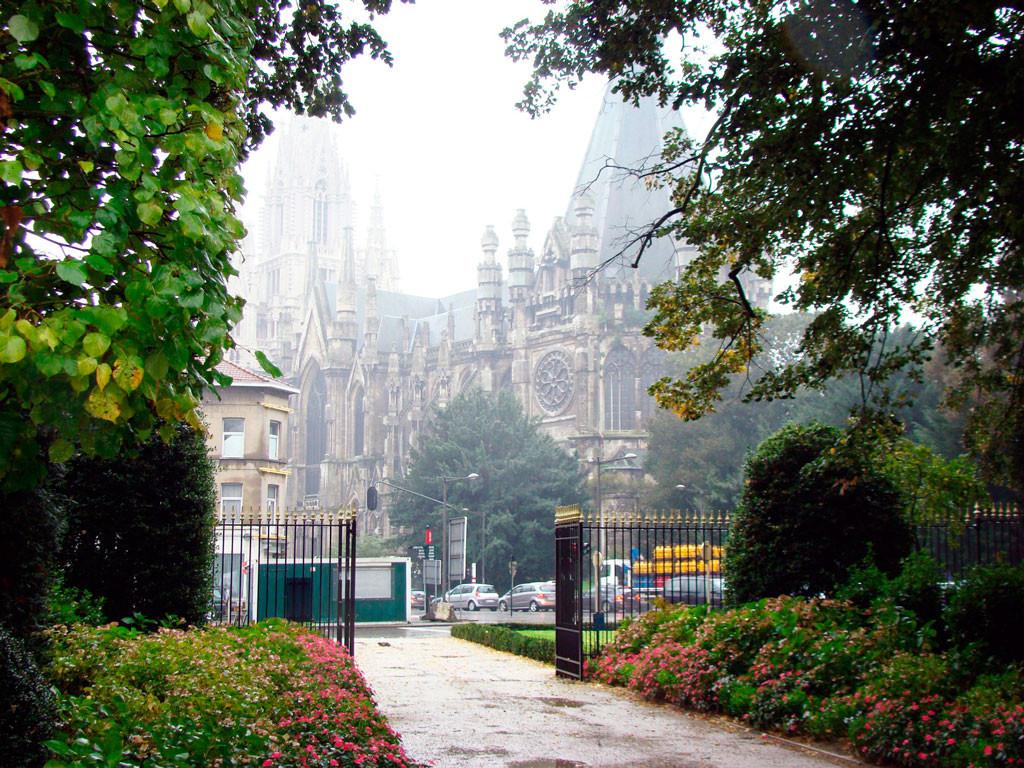 церковь Нотр-Дам де Лакен