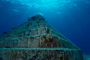 Подводные пирамиды Йонагуни в Японии