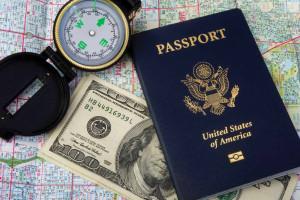 Что взять в отпуск: банковскую карту или наличные деньги