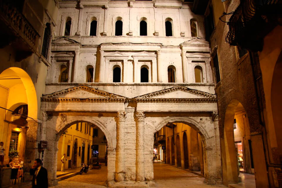 Улица Порта Борсари, Верона, Италия