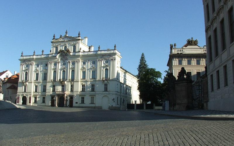 Градчанская площадь в Праге, Чехия, Градчаны, дворец, памятник, Тосканский, Триумфальная, арка
