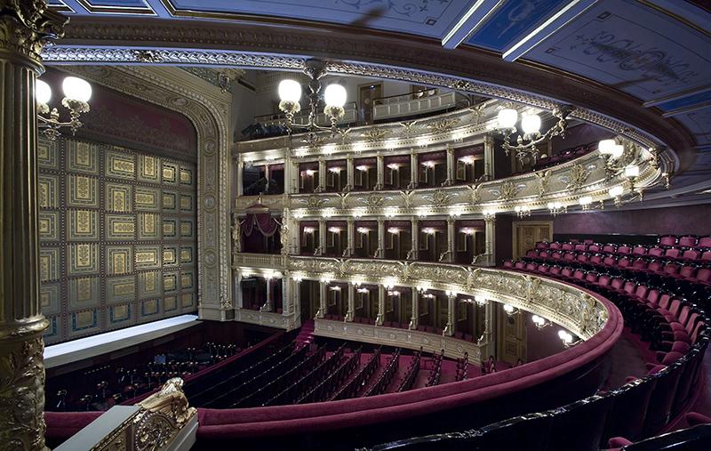 здание Национального театра, Прага