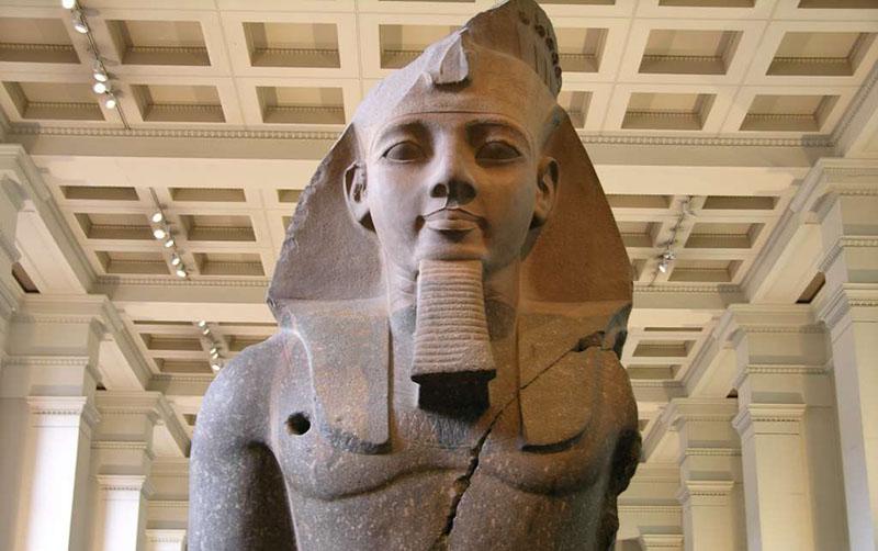 Статуя фараона Рамзеса II