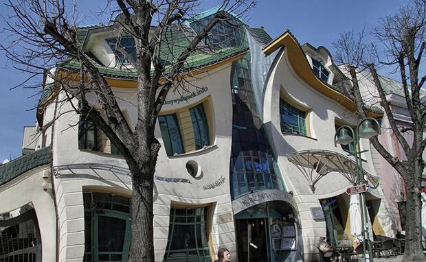 Кривой дом в Польше: фото, описание, архитектура, интерьер