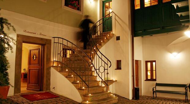 Отель Golden Well 5*
