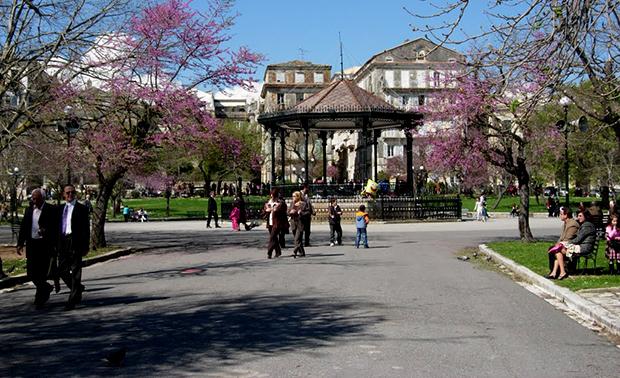 Площадь Спианада в Корфу