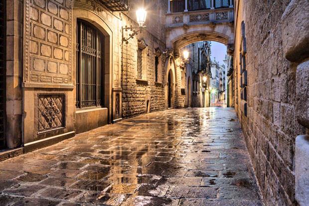 Готическая Барселона вечером