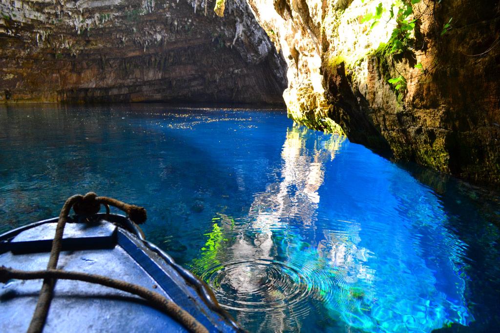Фотографии пещер с видом на озеро