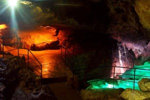 Красная пещера Кизил-Коба в Крыму