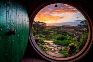 Деревня Хоббитон — сказочный мир, затерявшийся среди холмов