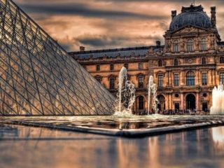 Лувр в Париже  – один из самых знаменитых музеев мира