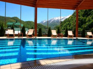 Отели Красной Поляны с бассейном