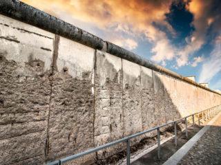 Берлинская стена — зловещий памятник Холодной войне