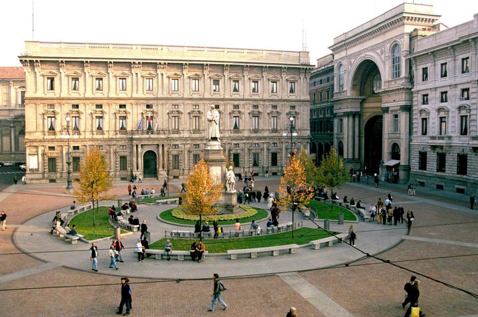 Площадь Ла Скала (Piazza della Scala), Милан