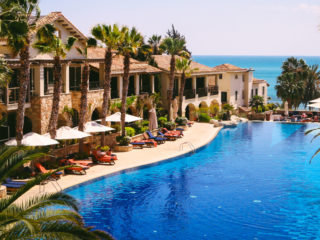 Отели Кипра с собственным пляжем и все включено