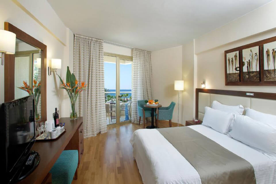 Golden Bay Beach Hotel 5*, Кипр