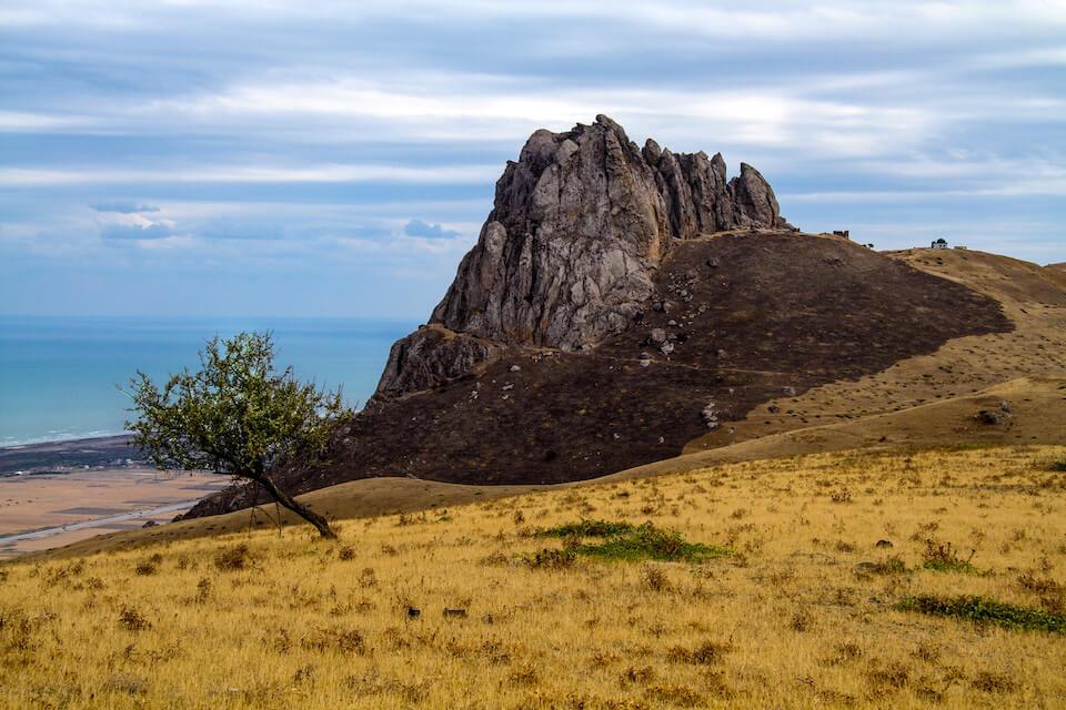 Скальный массив Бешбармаг, Азербайджан