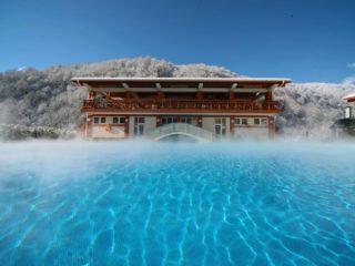 Отели Красной Поляны с подогреваемым бассейном