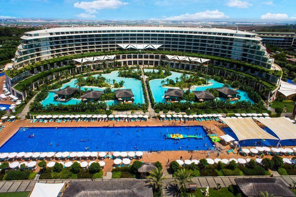 Отели Турции с открытым подогреваемым бассейном зимой
